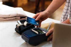 achats compulsifs : évitez de payer en carte bleue
