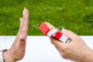 arrêter le tabac : les traitements comprennent tcc tip cigarette electronique...